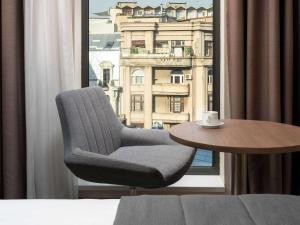 A seating area at Mercure Bucharest City Center