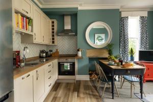 A kitchen or kitchenette at Ruby Villa