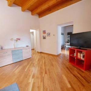 Télévision ou salle de divertissement dans l'établissement Cocciu d'amuri Holiday house