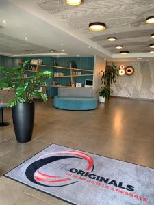 The lobby or reception area at The Originals City, Hôtel Ecoparc, Montpellier Est (Inter-Hotel)