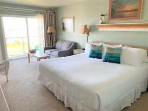 A bed or beds in a room at Inn at the Shore