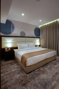 A bed or beds in a room at Seas Hotel Amman