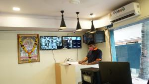 A television and/or entertainment centre at Hotel Samadhan Lodging-Mehta Inn