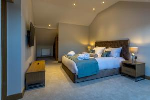 A bed or beds in a room at Mansio Suites Basinghall