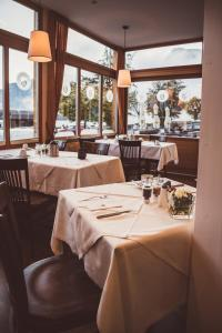 A restaurant or other place to eat at Heritage Hotel Hallstatt