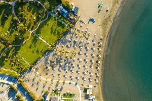 Een luchtfoto van St Raphael Resort