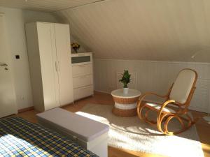 Ein Sitzbereich in der Unterkunft Ferienwohnung Alexandra