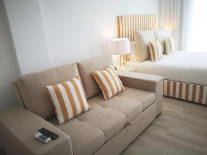 A seating area at Hotel HS Milfontes Beach - Duna Parque Hotel Group