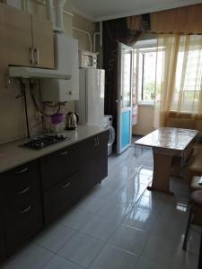 Кухня или мини-кухня в ЛюксКвартира#13