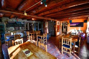 The lounge or bar area at Hostel El Mirador