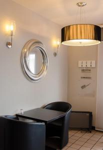 Coin salon dans l'établissement Hotel Restaurant La Cuis'in