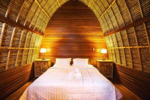 A bed or beds in a room at Sukanusa Luxury Huts