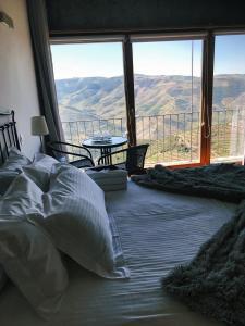 Vue générale sur la montagne ou vue sur la montagne depuis the country house