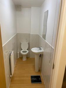 A bathroom at Odusote Cottage