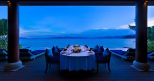 Restaurant ou autre lieu de restauration dans l'établissement An Lam Retreats Ninh Van Bay
