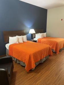 A bed or beds in a room at Orange County National Golf Center and Lodge