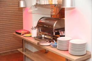 A kitchen or kitchenette at Businesshotel Berlin