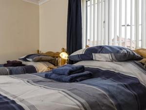 A bed or beds in a room at Thorne Central Guest House