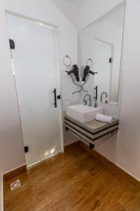 A bathroom at Granlago Hotel