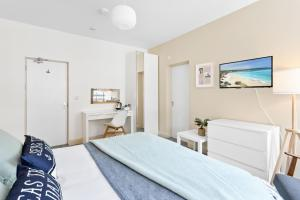 A bed or beds in a room at Park View R & R