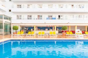 Het zwembad bij of vlak bij Port Fiesta Park