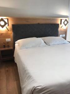 A bed or beds in a room at Hotel America