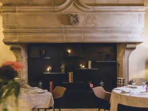 A restaurant or other place to eat at Mercure Figeac Viguier du Roy