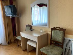 A television and/or entertainment center at Hotel Prydesnyansky