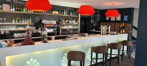 The lounge or bar area at Hostellerie Saint Vincent Beauvais Aeroport