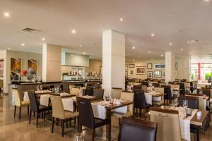 A restaurant or other place to eat at Vila Gale Cascais