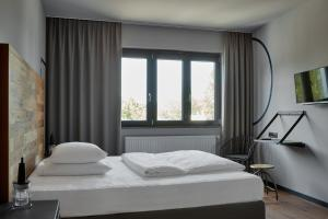 A bed or beds in a room at Kröger by Underdog Hotels