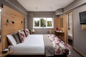 A bed or beds in a room at Fairlawns, Hotel And Spa