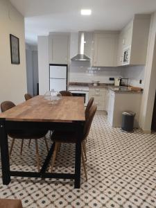 A kitchen or kitchenette at Hotel Arco Navia
