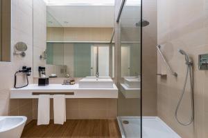 A bathroom at Jupiter Lisboa Hotel