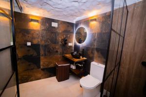 A bathroom at Casa Rural Las Colmenas