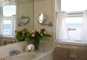A bathroom at Seven Gables Inn on Monterey Bay, A Kirkwood Collection Property