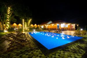 The swimming pool at or close to Trang An Retreat