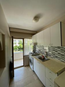 مطبخ أو مطبخ صغير في EVİM APART HOTEL