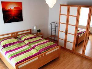 Кровать или кровати в номере Ferienwohnung Teltow