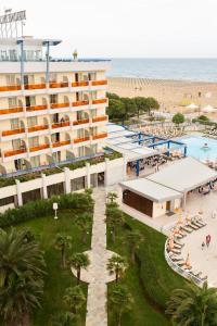 Výhled na bazén z ubytování Bibione Palace Spa Hotel nebo okolí