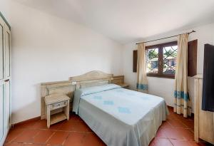 A bed or beds in a room at Colonna Hotel Country & Sporting