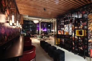 The lounge or bar area at Aeronaut powered by Pearl 1 Living and Yachting Hospitality