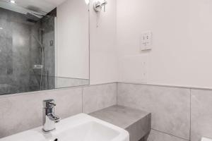 A bathroom at Clarion Cedar Court Huddersfield Hotel