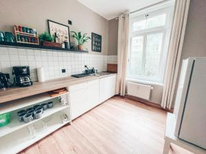 A kitchen or kitchenette at Luga Homes - Stadthaus