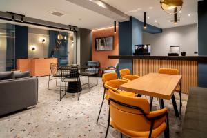 A restaurant or other place to eat at Magenta Luxury Suites