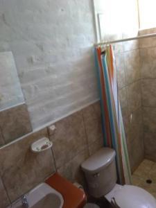 Salle de bains dans l'établissement Casa Máncora Hospedaje