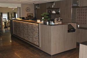 De lobby of receptie bij Hotel Restaurant 't Klokje