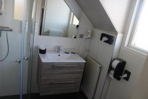 Een badkamer bij Hotel Restaurant 't Klokje