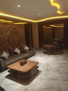 Uma área de estar em Al Sharqi Hotel 1