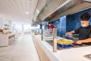 A kitchen or kitchenette at Hotel Best Sol D´Or
